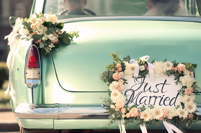 bridal-car-with-flowers